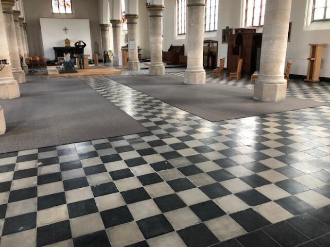 vast tapijt Granit kerk Keiem