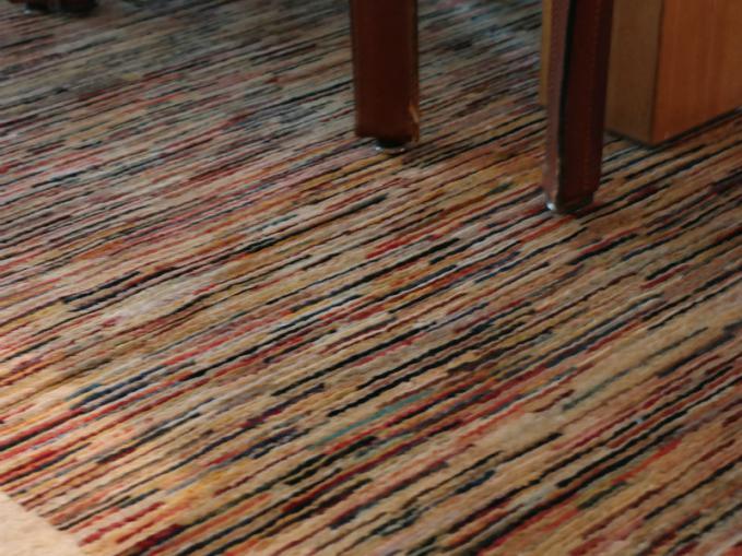 gestreept tapijt in veel kleuren
