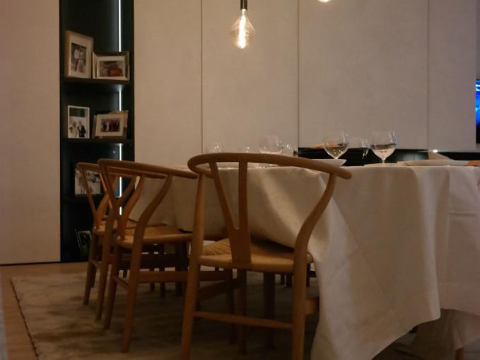 mooi tapijt onder eettafel