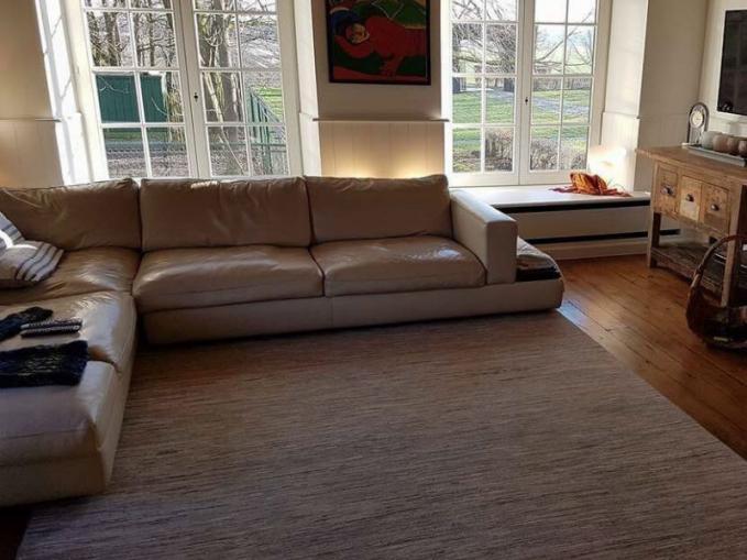 mooi interieur met mooi tapijt
