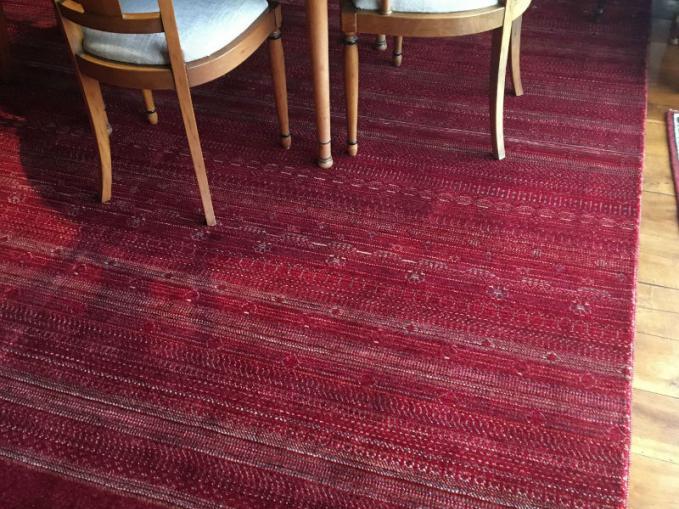 handgeknoopt rood wollen tapijt