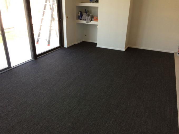 trace tapijttegels van desso plaatsen in fitnessruimte